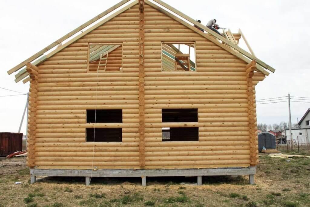 дом на забивных сваях