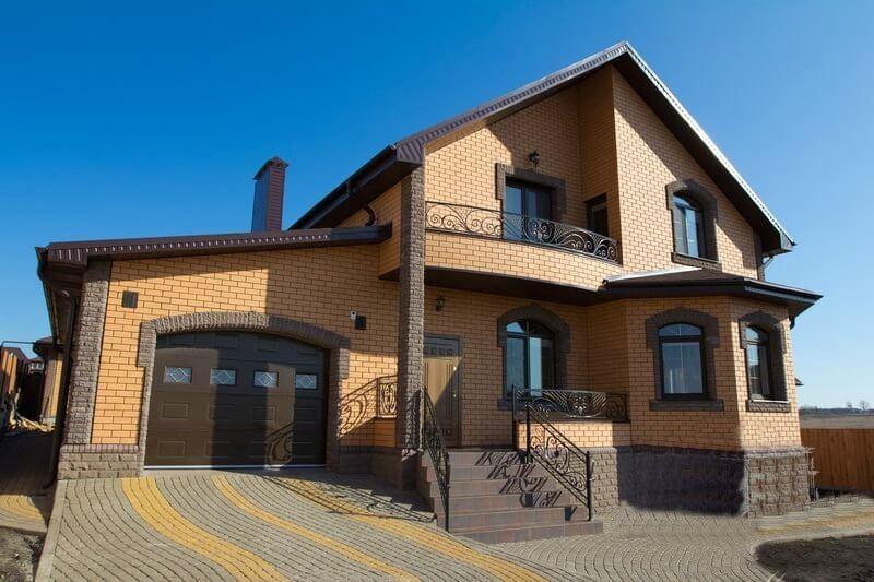 Фасад дома из кирпича