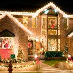 Новогоднее украшение дома снаружи 2020