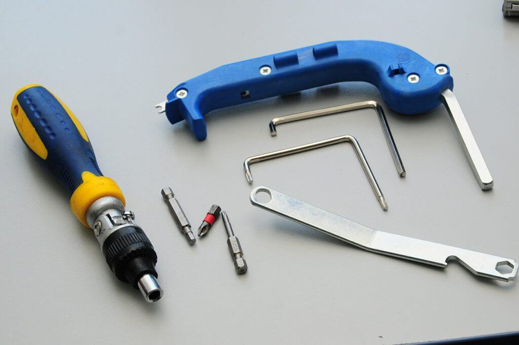 инструмент +для регулировки пластиковых окон